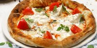 Пицца с бурратой,томатами и базиликом (950 руб.)